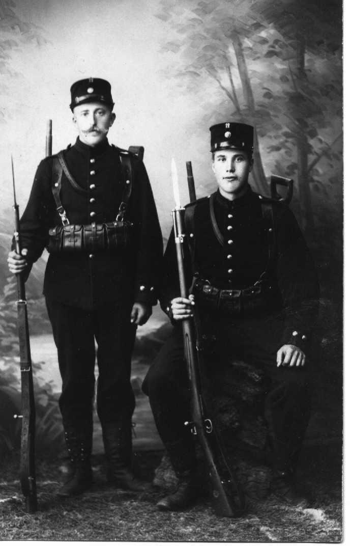 Swedish soldiers with flat button m/1869 bayonets